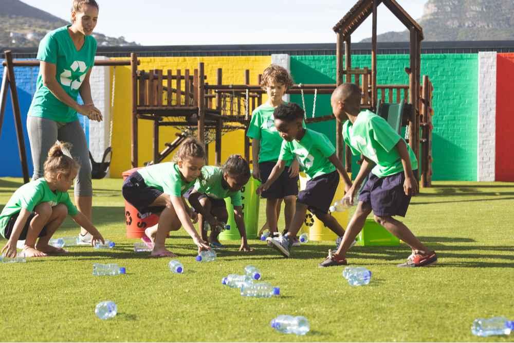 crianças brincando de sustentabilidade